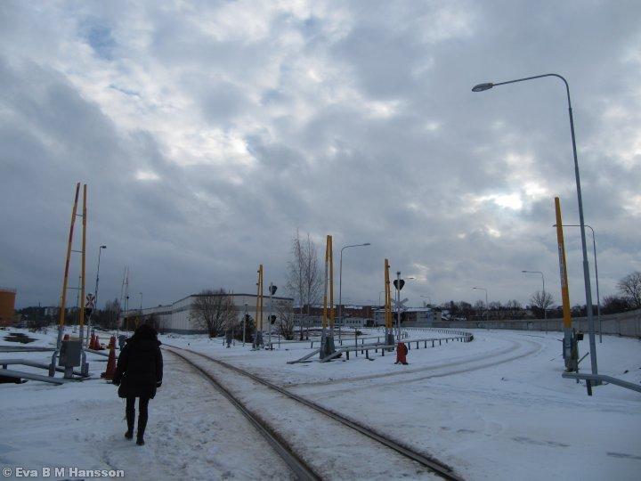 En lunchpromenad där vi korsar den kommande Östra länken. Tannefors kl 12:42 den 29 januari 2013.