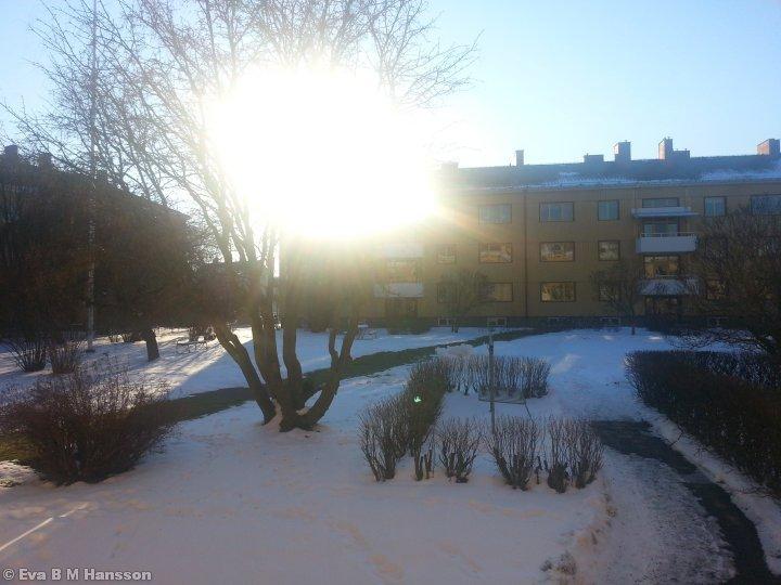 Sol ute, sol inne. Söderstaden kl 15:07 den 24 februari 2013.