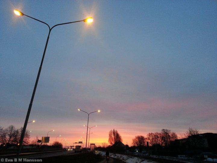 Snart går solen upp. Råberga bro kl 6:25 den 5 mars 2013.
