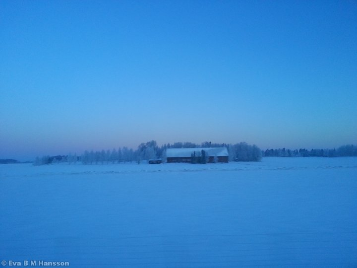 Kall morgon (-17 grader) med vy från E4:an. Kyrketorp, Rystad, kl 06:17 den 14 mars 2013.