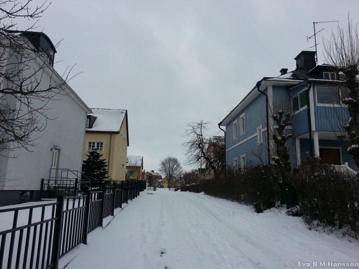 Snöigt Tannefors. Lindesbergsgränd kl 13:06 den 19 mars 2013.