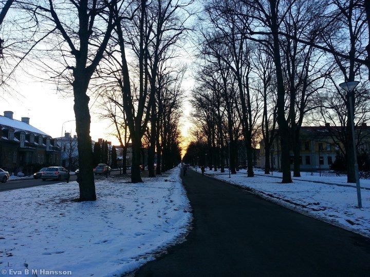 Vit promenad. Södra Promenaden kl 17:53 den 21 mars 2013.