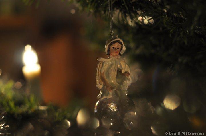 En av mina fina änglar som hänger i julgranen.