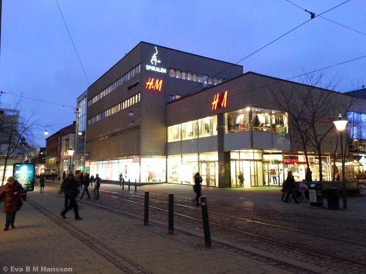 Medan jag väntar. Norrköping City kl 16:56 den 12 februari 2015.