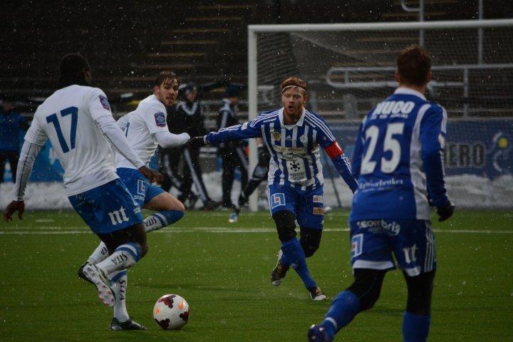Träningsmatch mellan Snoka och Randigt. Nya Parken i Norrköping kl 14:38 den 31 januari 2015.