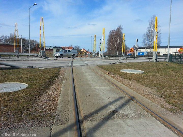 Järnvägsövergången på Östra länken. Tannefors kl 12:35 den 25 mars 2015.