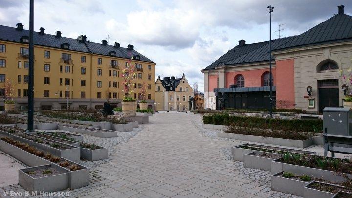 Hörsalsparken är påskpyntad. Norrköping kl 14:08 den 2 april 2015.