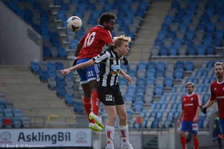 Träningsmatch mellan IF Sylvia och IK Sleipner. Nya Parken i Norrköping kl 15:56 den 6 april 2015.