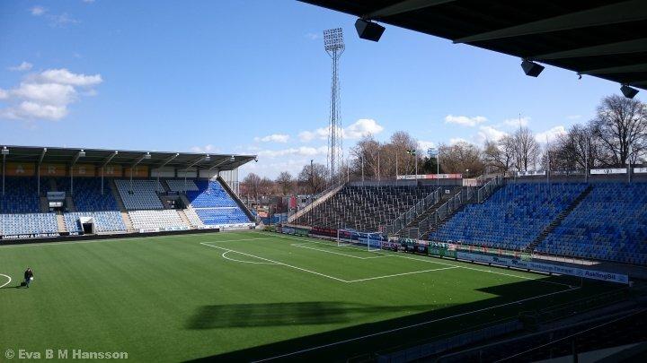 Förberedelse inför dagens seriepremiär på Nya Parken. Norrköping kl 14:44 den 12 april 2015.