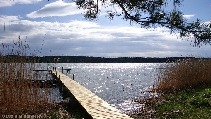 Glittrande sjö. Sandfjärden kl 16:12 den 9 maj 2015.