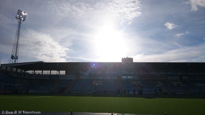 I väntan på match. Norrköping kl 18:40 den 13 maj 2015.