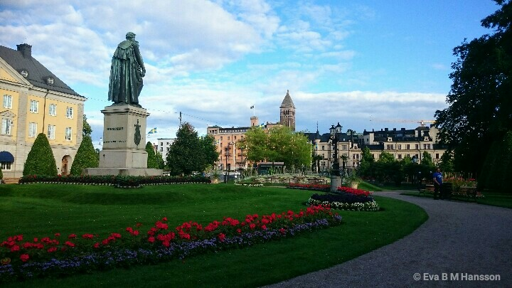 Carl Johans park. Norrköping kl 19:18 den 12 juli 2016.